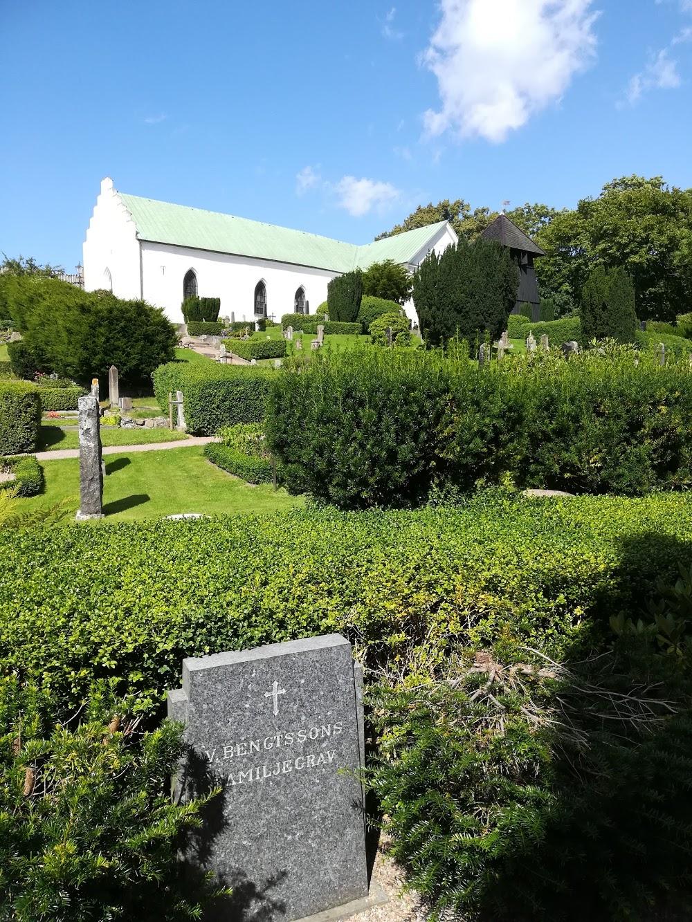 Raus Kyrkogård