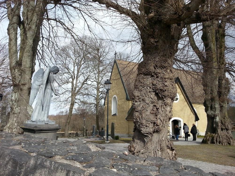 Hammarby kyrkogård